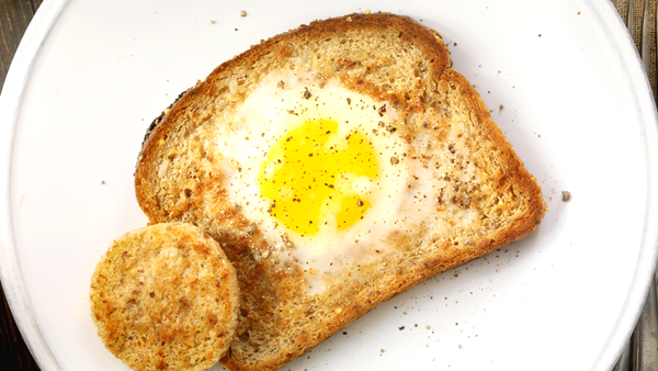 Egg in a hole / Egg in a basket toast