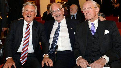 Former prime ministers Bob Hawke (left) and Malcolm Fraser (right) with Sir Ninian in 2013 (centre). (AAP)