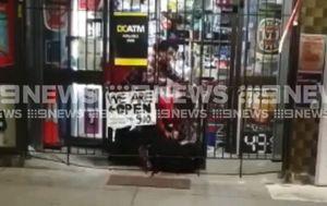 Supermarket workers tackle armed robber, make citizen's arrest during hold-up