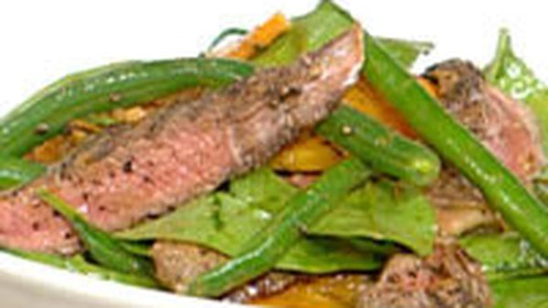 Warm peppered steak salad