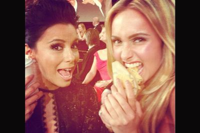 More stars pretending to eat!<br/><br/>Image: Hayden Panettiere/Twitter