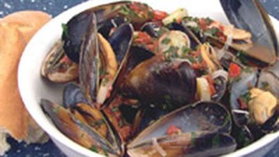 """Recipe:<a href=""""http://kitchen.nine.com.au/2016/05/18/03/37/steamed-mussels-with-leeks-and-thyme"""" target=""""_top"""">Steamed mussels with leeks and thyme</a>"""