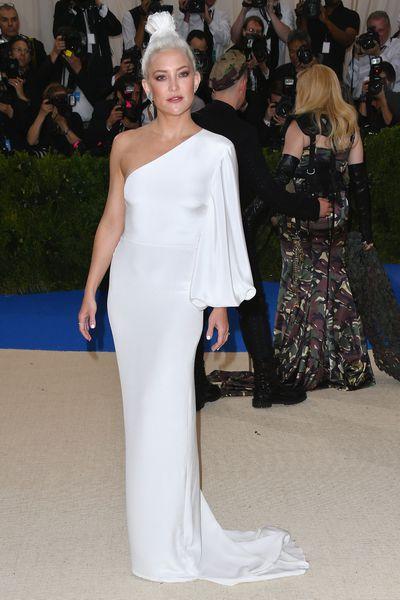 Kate Hudson in Stella McCartneyat the 2017 Met Gala,<em>Rei Kawakubo/Comme des Garcons: Art Of The In-Between</em>