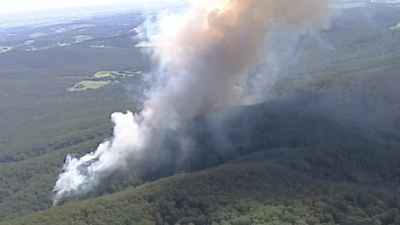 Out-of-control bushfire burning in Victorian town