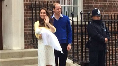 The royal couple introduce the new princess to the world. (9NEWS)