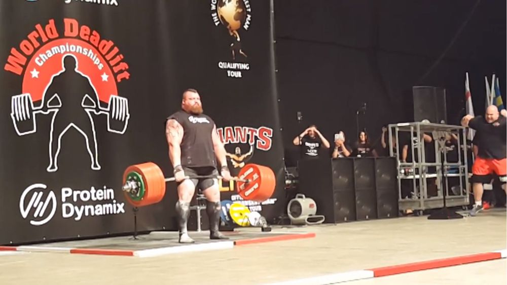 Hall becomes first man to lift 500kg