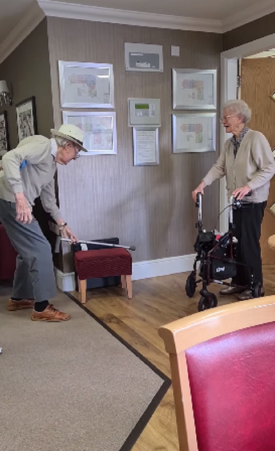 Elderly couple reunites after months apart due to pandemic