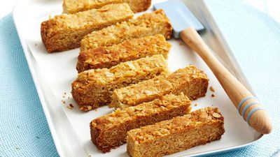 "<a href=""http://kitchen.nine.com.au/2016/05/16/15/46/honey-oat-slice"" target=""_top"">Honey oat slice</a><br> <br> <a href=""http://kitchen.nine.com.au/2017/02/01/10/50/food-fight-muffin-v-breakfast-bars"" target=""_top"">More 'meals on the move' breakfast recipes</a>"
