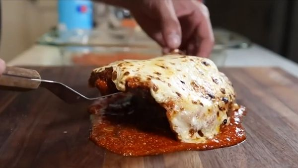 Aussie food critic slammed for dubbing chicken parma 'worst dish ever'