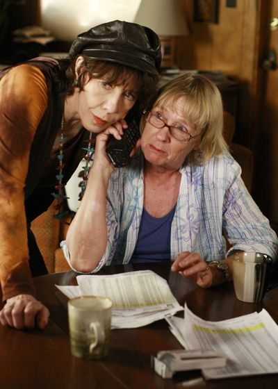 Lily Tomlin as Roberta Simonds