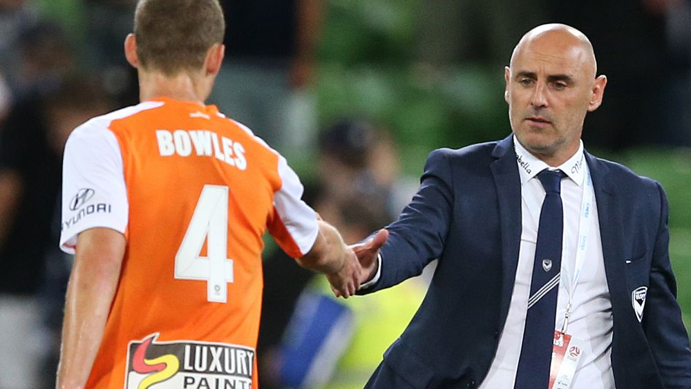 A-League: Brisbane Roar stun Melbourne Victory as coach Kevin Muscat booed