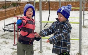 'Polar plunge' sees snowfall in spring in regional Victoria and South Australia