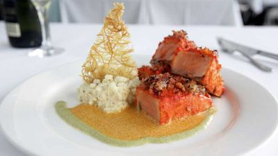 Macchli charminar (baked salmon with methi prawns)