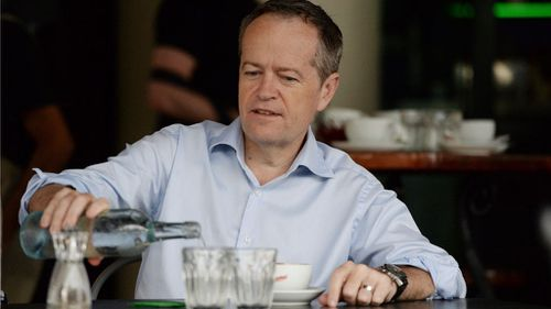 Mr Shorten visits a coffee shop in the federal seat of Leichhardt, in Cairns today. (AAP)