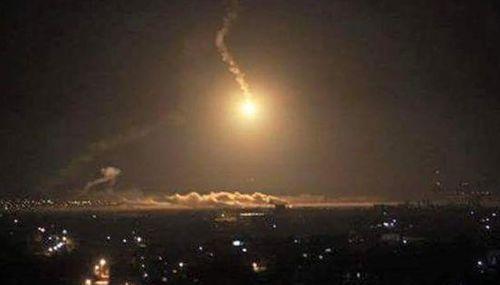 Raids cripple Yemen's main airport, kill 15 rebel troops