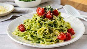Green herb pesto linguine