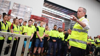 Bill Shorten addresses workers during a visit to Australian Container Freight Services in Brisbane.