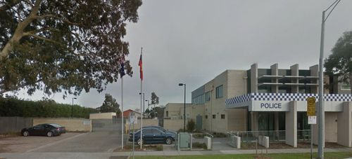 Melbourne mother gives birth in police car park