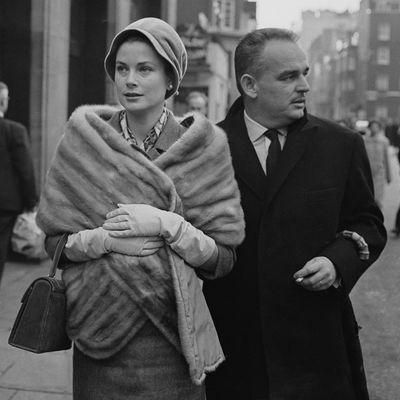 Grace Kelly shopping in London, 1959