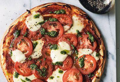 Tomato, pesto and bocconcini pizza