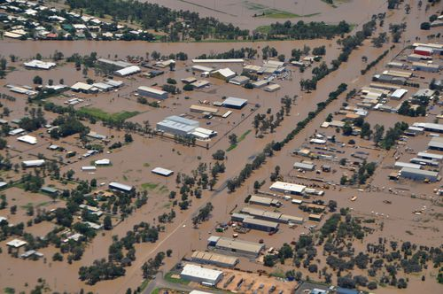 Aerial image showing properties inundated by floodwaters in Emerald, Queensland, in 2010. (AAP)