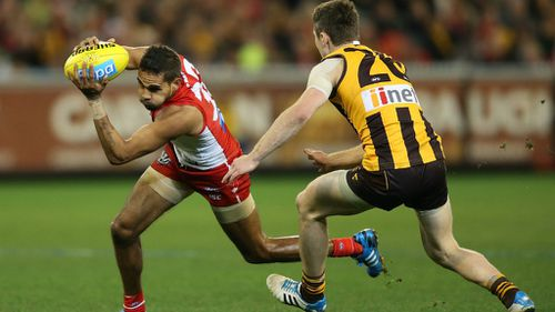 The Sydney Swans and the Hawthorn Hawks battle in an earlier match. (Getty)