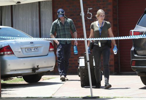 Victorian Police conduct a search of a house in Werribee in the Western suburbs of Melbourne in relation to the arrest of man suspected of plotting terror related activities. (AAP)