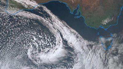 Damaging winds batter Australian coast