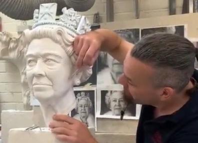 Queen Platinum Jubilee statue