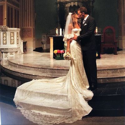 <p>Gisele Bündchen and Tom Brady, 2009</p> <p>The bride wore -&nbsp;Dolce &amp; Gabbana</p>