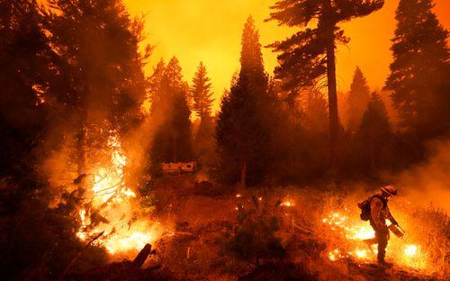 California wildfires: Smoke hampers rescuers as blazes rage
