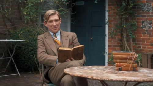 Goodbye Christopher Robin is based on the life of children's author A. A. Milne. (9NEWS)