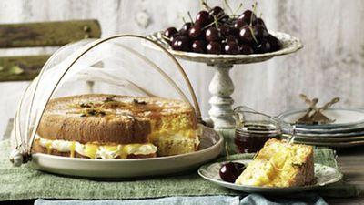 <strong>Lemon and thyme sponge cake</strong>