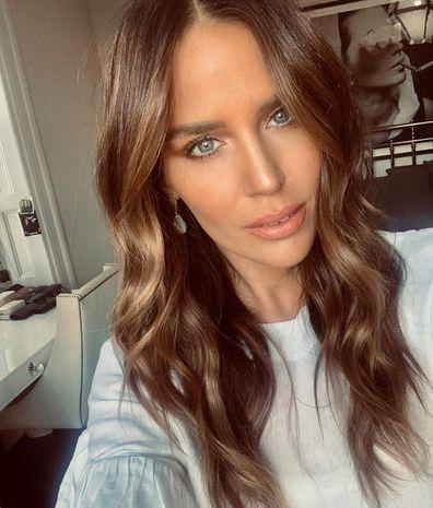 Jodi Anasta selfie