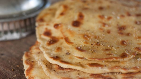 Turkish yoghurt flat bread (bazlama)