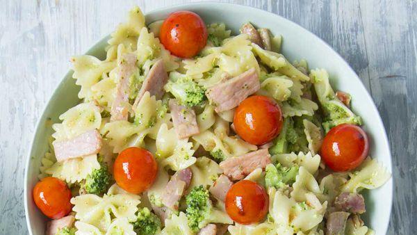 Smoky bacon, pesto and broccoli pasta bow ties