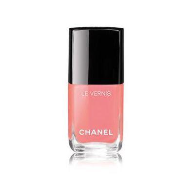 "<a href=""http://shop.davidjones.com.au/djs/en/davidjones/le-vernis-nail-colour-2882-91671--1"" target=""_blank"" draggable=""false"">Chanel Le Vernis Longwear Nail Colour in Sea Whip, $41</a>"