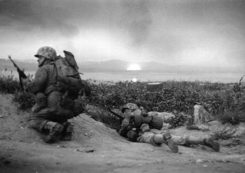 US Marines of the UN invasion force which landed at Inchon in South Korea, advance inland during the Korean War. Original Publication: Picture Post - 5086 - Korean War Series - pub. 1950 (Photo by Bert Hardy/Getty Images)