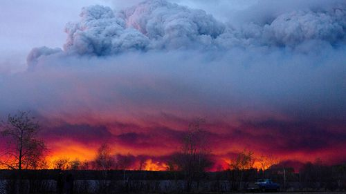 Authorities have been called in to assist in the evacuation of Fort McMurray and surrounds. (AFP)