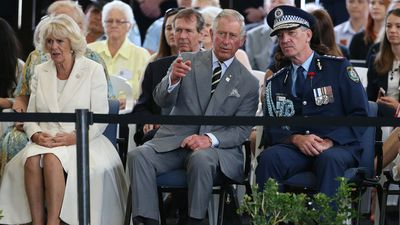 <p>Prince Charles in conversation with the NSW Police Commissioner Andrew Scipione as they watch a display by the NSW mounted police in Sydney. (AAP)</p><p></p>