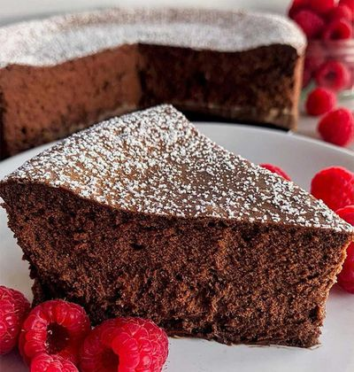 This four-ingredient chocolate cake is taking Instagram by storm