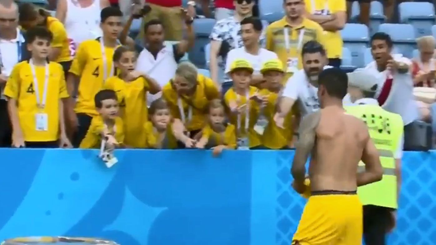Peru fan tries to steal Tim Cahill jersey off child after World Cup exit