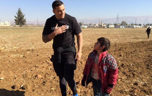 Sonny Bill Williams meeting children at a Syrian refugee camp in Lebanon. (Twitter / @sonnybwilliams)