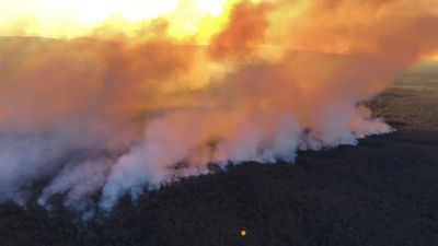 Bushfire threatening isolated NSW properties