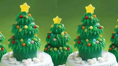 """Recipe: <a href=""""https://kitchen.nine.com.au/2017/12/07/10/56/jelly-belly-christmas-tree-cupcake-decorations"""" target=""""_top"""">Christmas tree cupcakes</a>"""