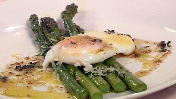 Asparagus with poached egg & truffled pecorino