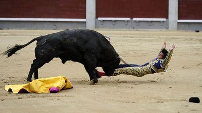 532 kilogram bull Deslio sent Mora flying at the start of their battle.