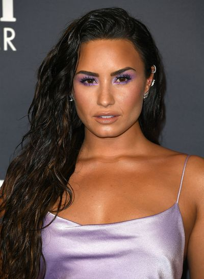 <p>Singer Demi Lovato stunned at the InStyle Awards last night wearing a lilac gown which left little to the imagination. Spaghetti straps showed off her toned shoulders, a cowl neckline revealed just a hint of cleavage while a dramatic thigh slit revealed her impossibly, perfect legs.</p> <p>The gown was set off by electric violet eye makeup that rimmed Demi's deep brown eyes. Her lipstick colour of choice - a deliciously sexy nude with a hint of pink. A dramatic eye paired with a subtle lip was a beauty look favoured by many of the Hollywood A-Listers who posed on the red carpet - but each and every one gave it their own personal twist.</p> <p>Scroll through our picture album and see for yourself.</p> <p>&nbsp;</p>