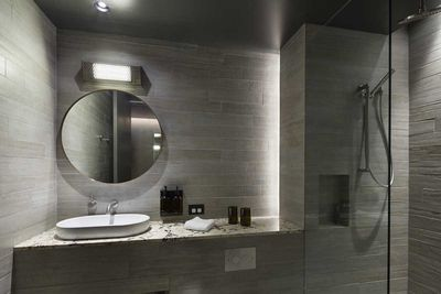 Cosy Atrium Bathroom