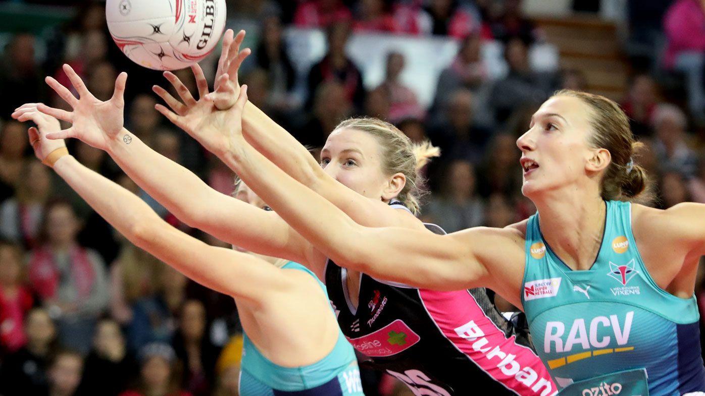 Melbourne Vixens keep Super Netball streak alive